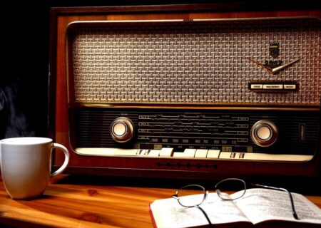 دیگر رادیو گوش نمیکنم