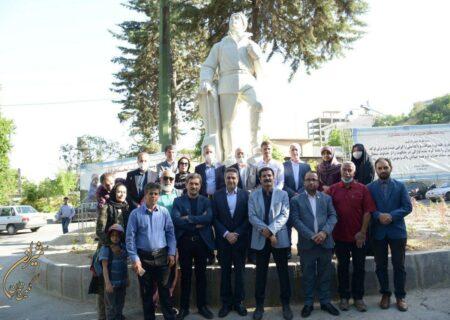 مجسمه یادبود ملی پوش کوهنوردی در میداندرکه