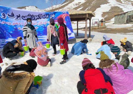 حضور کودکان آیندهساز منطقه ۱۲ گرمابخش سرمای زمستانی توچال